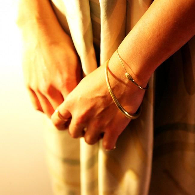 Bracelet Ouroboros deux mains rejointes