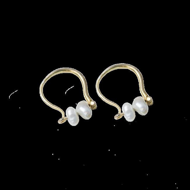Pearl earring pair