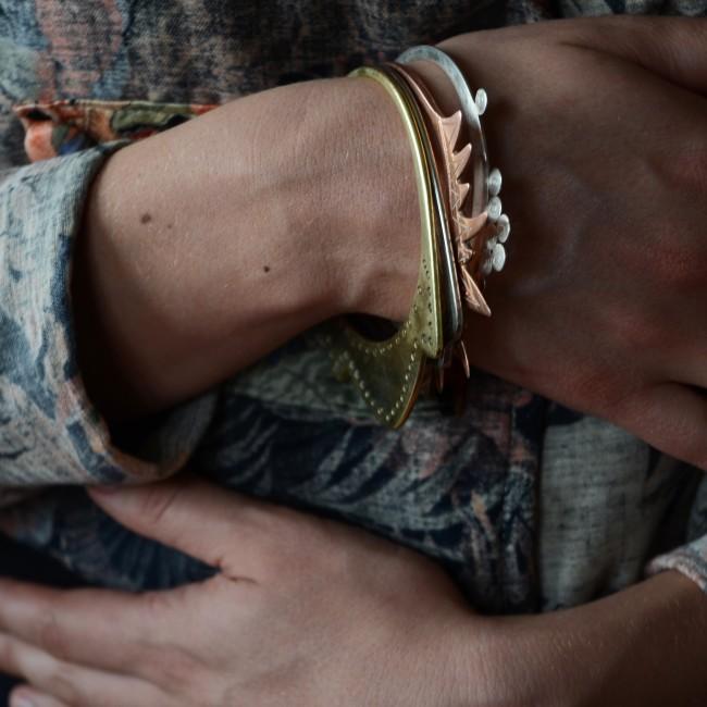 4 éléments bracelets portés bras